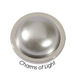 Quoins Coin (M) Charm of light Shell Pearl Grey QMOP-M-G